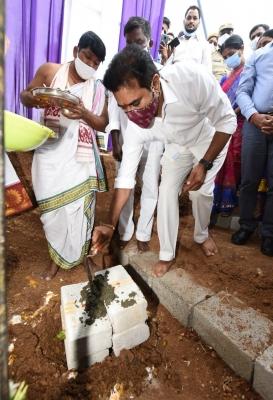 T'gana Minister Lays Foundation Stone For Gokaldas Apparel Factory-TeluguStop.com