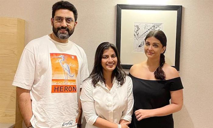 Varalakshmi Sarath Kumar In Happiness Is It Beacause Of Those Star Actors-TeluguStop.com