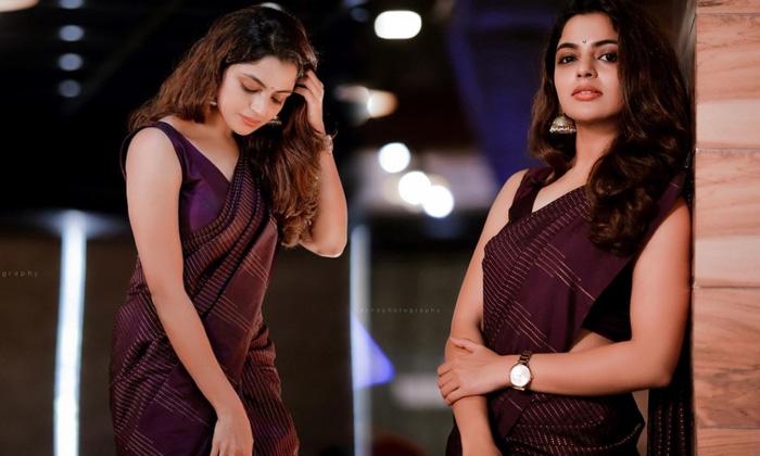 Actress Nikhila Vimal Captivating Poses-telugu Actress Hot Photos Actress Nikhila Vimal Captivating Poses - Telugu Imag High Resolution Photo