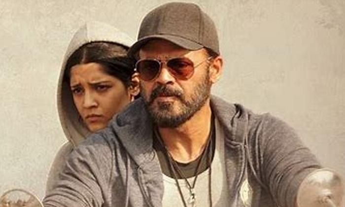 Arjun Reddy Heroine Shalini Pandey And Ritika Singh Funny Video Goes Viral-TeluguStop.com
