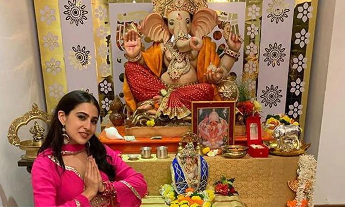 Bollywood Actress Sara Ali Khan Trolled For Ganapathi Puja-TeluguStop.com