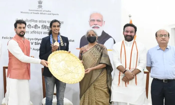 Welcome To Pv Sindhu At Delhi Airport-TeluguStop.com