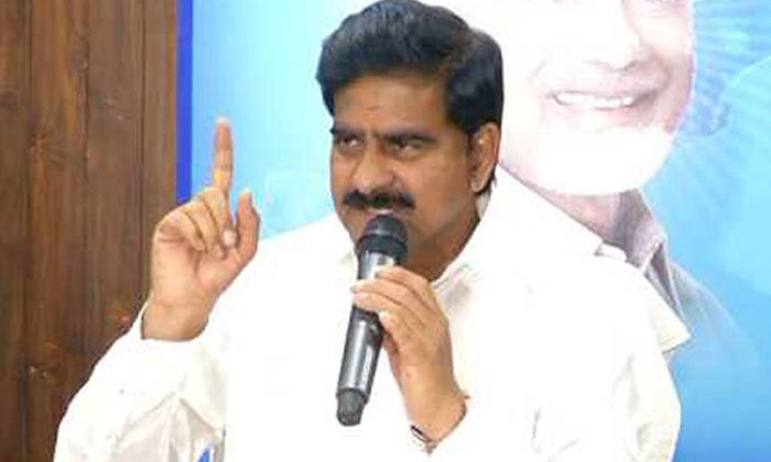 Tdp Leader Devineni Uma Got Bail-TeluguStop.com