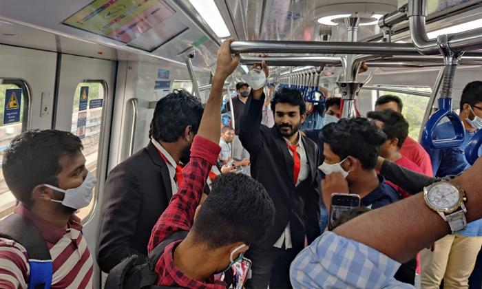 Sr Kalyana Mandapam Movie Promotions In Metro-TeluguStop.com