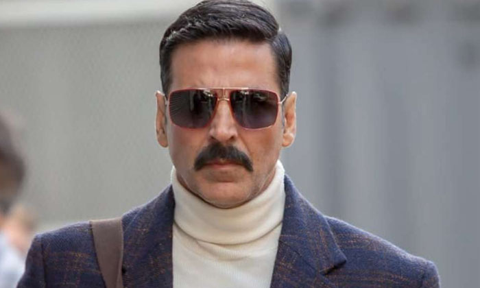 Akshay Kumar In Debts After Doing 10 Movies-TeluguStop.com