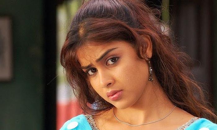 Tollywood Heroines Famous Dia-TeluguStop.com