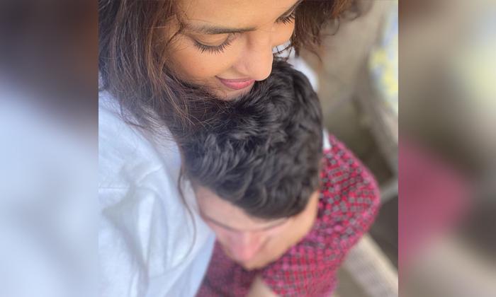 Globar Star Priyanka Chopra Shared Hot Photo With Husband Nick Jonas-TeluguStop.com