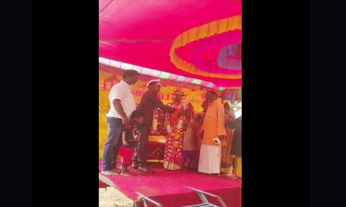 Karnataka Muslim Man Done Marriage To Orphaned Girl With Hindu Tradition-TeluguStop.com