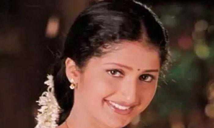 Interesting Facts About Actress Pratyusha Life-TeluguStop.com