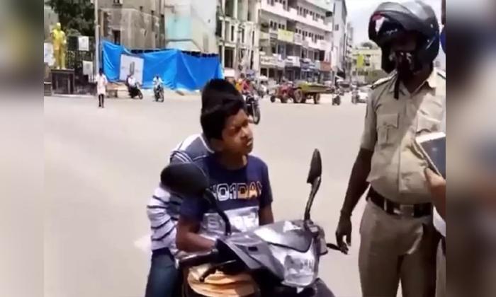 Minor Boy Bike Driving At Warangal He Give Shocking Answers To Traffic Police-TeluguStop.com