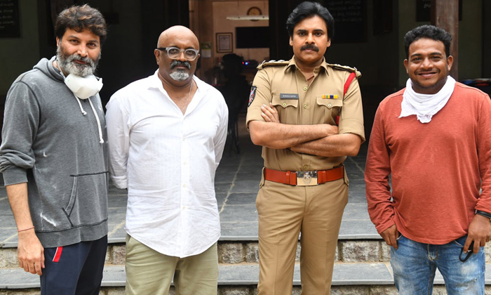 Pawan Kalyan And Rana Movie Trivikram Key Role-TeluguStop.com