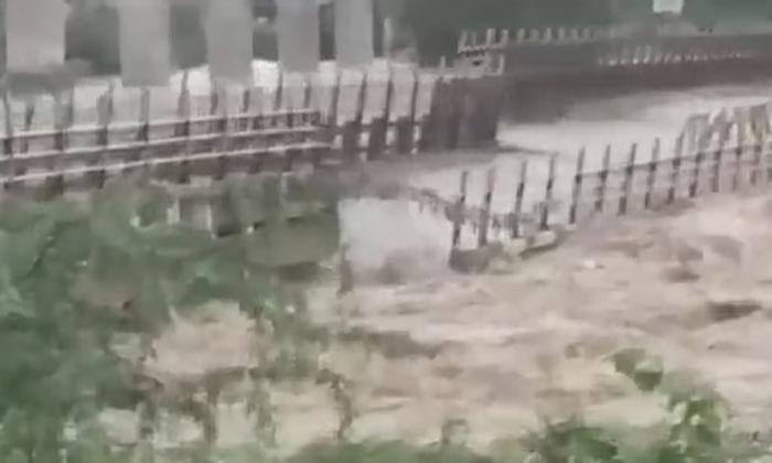 The Huge Bridge That Was Washed Away Before Everyones Eyes-TeluguStop.com