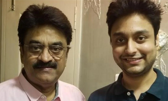Tamil Comedian Chinni Jayanth Son Turns Joint Collector-TeluguStop.com