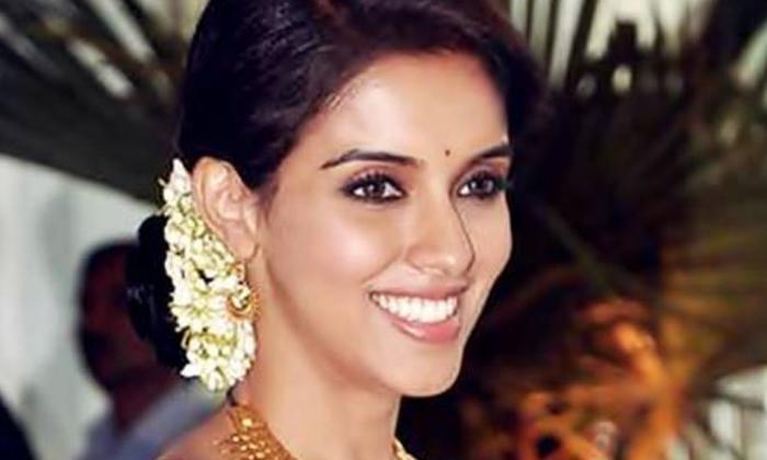 Telugu Actress Asin Career, Amma Nanna O Tamil Ammayi Heroine, Asin, Asin Marriage, Asin Movies In Telugu, Asin News, Queen Of Kollywood, Reason Behind Heroine Asin Career Failure, Tamil Industry, Tollywood-Movie