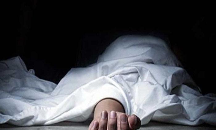 Young Bride Commits Suicide In Andhra Pradesh-TeluguStop.com
