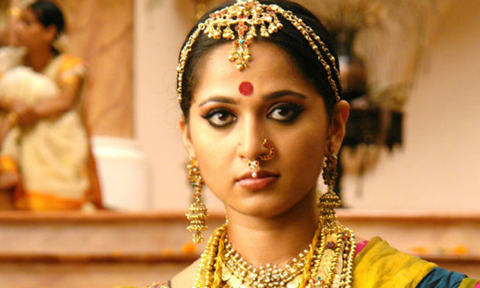 Telugu Anushka Fans, Anushka Refused Offer To Build Temple For Her, Anushka Shetty, Arundathi, Heroine, Khushboo And Namitha Temples, Tamil Fans, Tammilnadu. Anushka Movie Offers, Temple Reaject, Tollywood-Movie