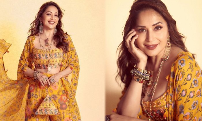 Bollywood Actress Madhuri Dixit Looks Graceful And Elegant In This Pictures - Telugu Actress Madhuri Dixit Amazing Imag High Resolution Photo