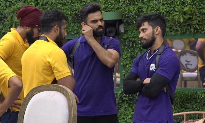 Biggboss 5 Captaincy Task Fight Between Housemates 5-TeluguStop.com