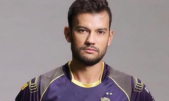 Gambhir Or Cricketer Who Seems To Be Selling Panipuris-TeluguStop.com