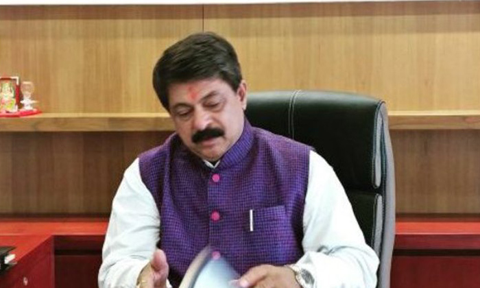 Assembly Speaker Resigns Latest Twist In Gujarat Politics-TeluguStop.com