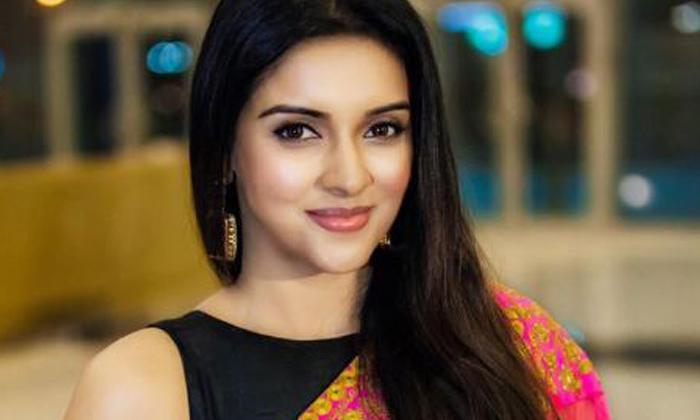 Star Heroine Spoiled Her Career 10crores Agreement-TeluguStop.com