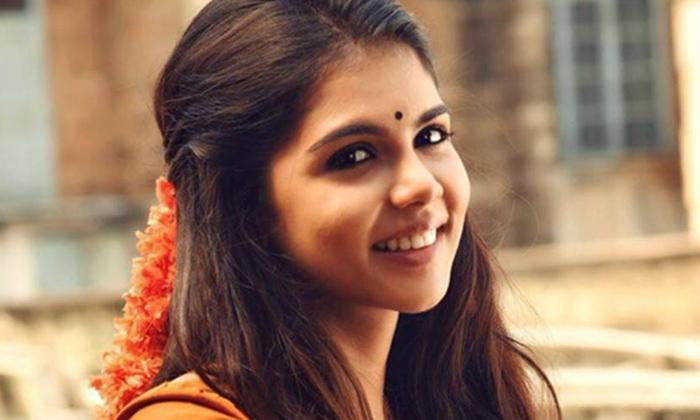Kalyani Priyadarshan Ready For Bollywood Entry-TeluguStop.com
