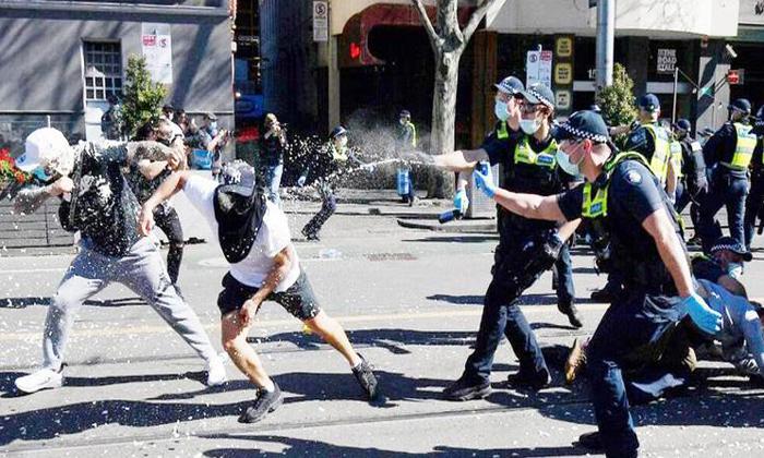 Telugu Attack The Police, Australia: Violent Covid Protesters March On Streets Of Melbourne, Australian Govt, Australians, Covid Cases, Covid Effect In Australia, Lockdown In Australia, Lockdown In Melbourne, Melbourne People, People Protests-Telugu NRI