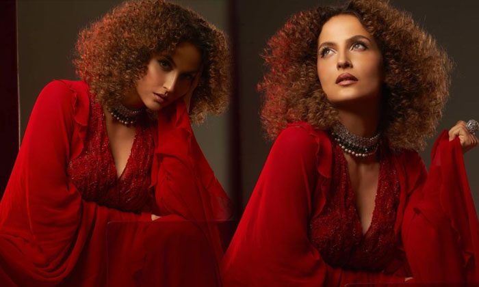 Model Elli Avrram Ups Her Fashion Quotient In This Pictures-telugu Actress Hot Photos Model Elli Avrram Ups Her Fashion High Resolution Photo