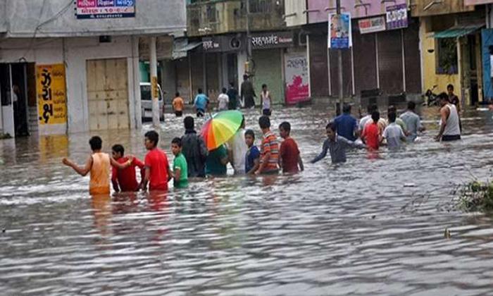 Heavy Rains In Gujarat-TeluguStop.com