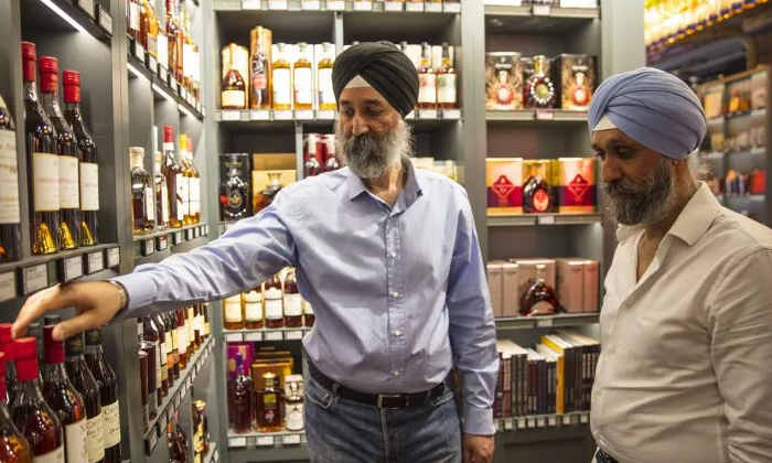 Indian Origin Brothers Agree To Sell Uk Liquor Business To Pernod Ricard-TeluguStop.com