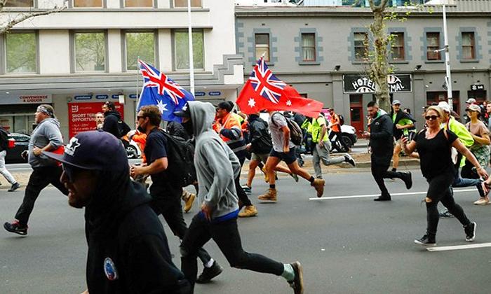 Melbourne Protests Violent Anti Vaccine Protests Enter Third Day-TeluguStop.com