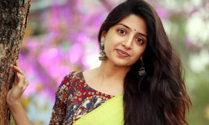 Telugu Actress Poonam Kaur Studying Political And Policy Making-TeluguStop.com