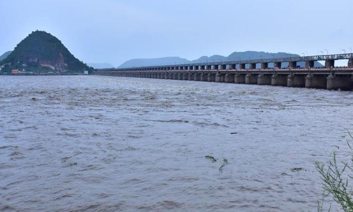 First Flood Warning At Dowleswaram Barrage Withdrawn!!-TeluguStop.com
