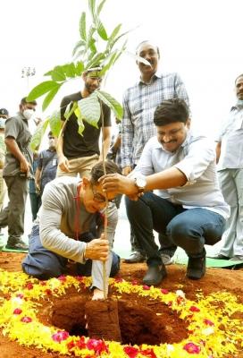 Aamir Khan Takes Part In 'green India Challenge'-TeluguStop.com