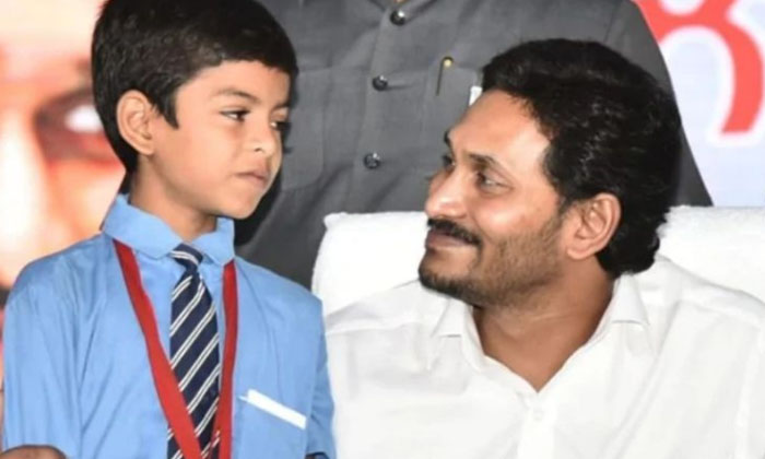 Educational Gift Bags Shoes Quality Checked Cm Jagan-TeluguStop.com