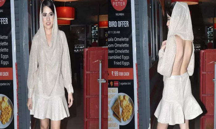 Urfi Javed Gets Trolled For Her Backless Dress With A Veil-TeluguStop.com