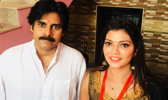 Bigg Boss Fame Anchor Lahari Shari About Pawan Kalyan And Kathi Mahesh-TeluguStop.com