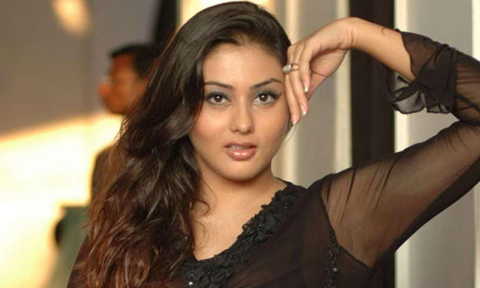 Namitha Spends The Night In That House What She Is Doing There On That Timedo You Know What Happen At The End-TeluguStop.com