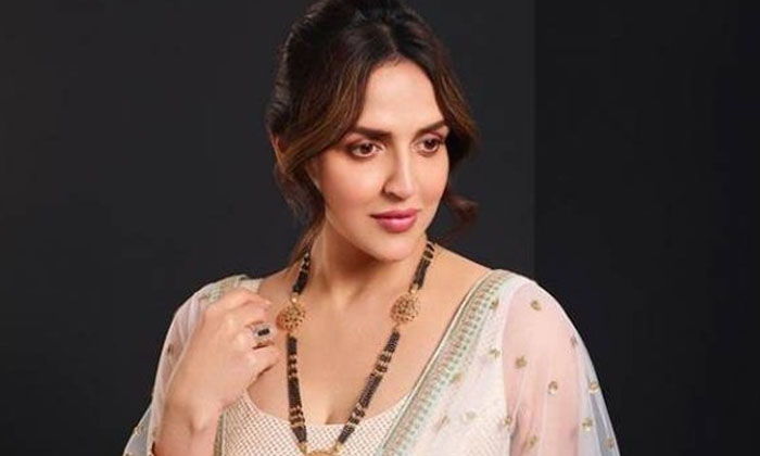 Interesting Facts About Star Heoine Esha Deol-TeluguStop.com