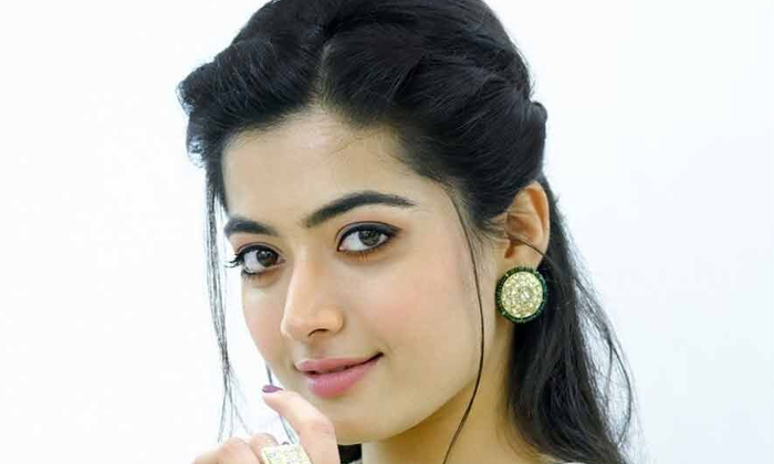 Rashmika Mandanna Doing Guest Role In Bollywood Movie-TeluguStop.com