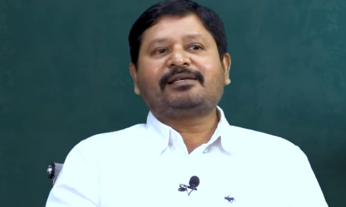 Director N Shankar Comments About Srihari And His Wife-TeluguStop.com