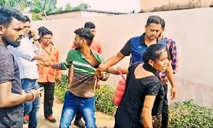 Girl Who Dragged Her Cheated Lover To Police Station In Raigad District-TeluguStop.com