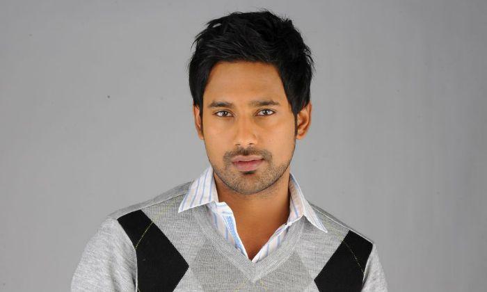Hero Varun Sandesh Shared His Childhood Memory With Parents-TeluguStop.com