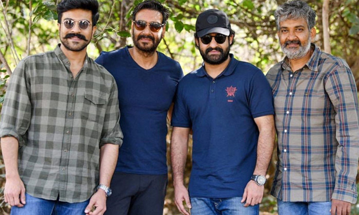 Ajay Devgan To Direct 400 Crore Budget Movie-TeluguStop.com