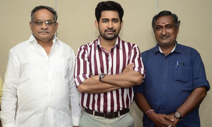 Hero Vijay Anthony Released Rai Lakshmis Cindrella Movie Teaser-TeluguStop.com