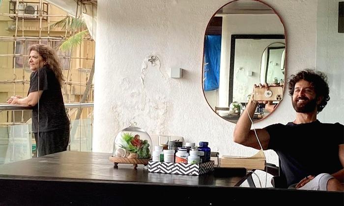 Fan Spots Damp Wall Hrithik Roshan Rented House-TeluguStop.com
