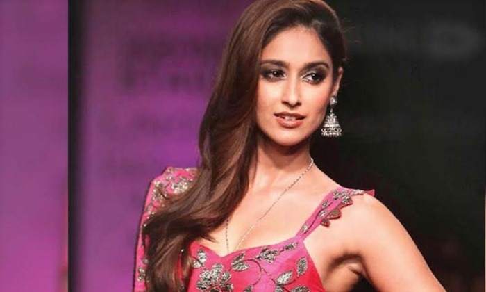 Ileana Is Not Stupid So Thats Why She Did Not Fall In Hero Tarun Trap-TeluguStop.com