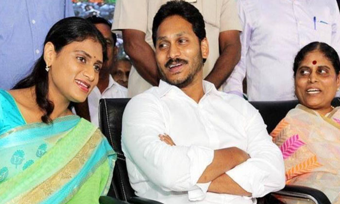 Jagans Handling Of Sharmila Vijayamma Has Drawn A Lot Of Criticism-TeluguStop.com