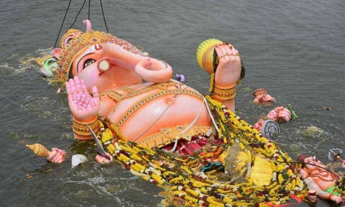 What Is The Story Behind The Tradition Of Ganesh Visarjan-TeluguStop.com