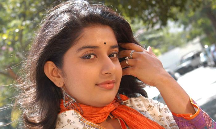 Malayam Movie Industry Bans Meera Jasmine Is She Did Such A Big Mistake-TeluguStop.com